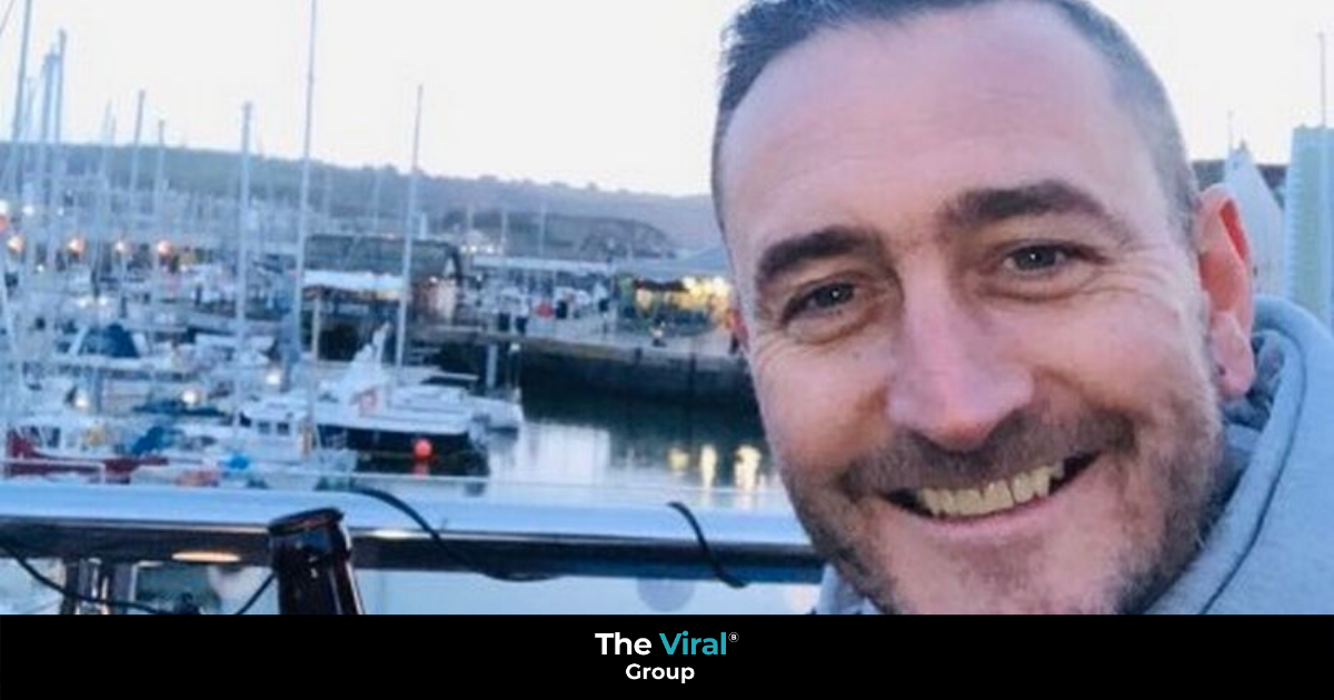 Will Mellor taking a selfie in Plymouth by the harbour